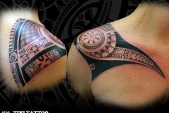tatouage epaule marquisien femme