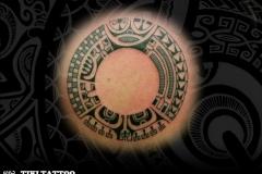 tatouage-rond-dos-marquisien