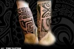 Tatouage_epaule_demi_pec_coiffe_tikitattoo2