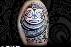 Tatouage_epaule_homme_tiki