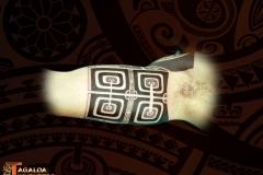 intérieur biceps IPU marquisien tiki tattoo