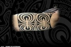 Demi bras partie haute marquisien tiki tattoo
